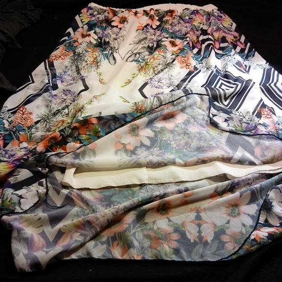 Lapis lined skirt Pretty flowers